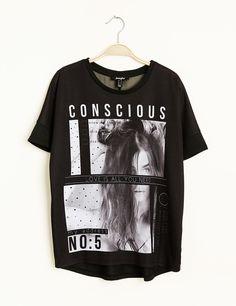 Tee-shirt loose imprimé noir - http://www.jennyfer.com/fr-fr/collection/tops-et-tee-shirts/tee-shirt-loose-imprime-noir-10007649060.html