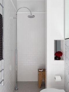 Banheiro com Chuveiro de Piso