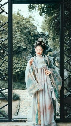 Traditional Fashion, Traditional Dresses, Chinese Kimono, Shu Qi, Chinese Clothing, Asia Girl, Chinese Culture, Hanfu, Chinese Style