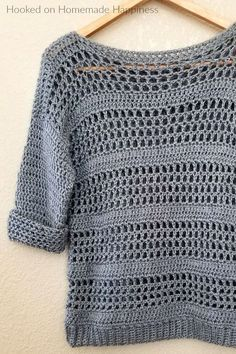 Clothing Simple Crochet Sweater Pattern - Making your own sweaters is easier than you might think! Just start with 2 rectangles and add some sleeves! Clothing Source : Simple Crochet Sweater Pattern - Making Débardeurs Au Crochet, Pull Crochet, Mode Crochet, Crochet Woman, Crochet Shawl, Double Crochet, Crochet Tops, Crochet Baby, Crochet Jumper Pattern