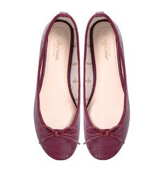 These understated dark red coloured Marchas are made with a fashionable textured synthetic leather, finished off perfectly with Marcha printed lining and a nude polyurethane insole. Pomegranate Marchas are comfortable and a bold yet interesting. Ballerina Flats, Cute Woman, Pomegranate, Lady, Leather, Shoes, Women, Fashion, Walking Gear