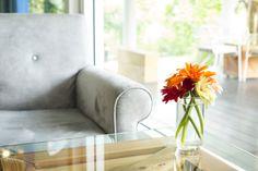 Saiba como usar móveis transparentes na decoração - Clique na imagem para ver a matéria!