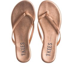 TKEES Lily Shadow Beach Pearl // Leather thong sandals ($43) ❤ liked on Polyvore featuring shoes, sandals, flats, pearl sandals, white pearl sandals, pearl shoes, toe thongs and beach shoes