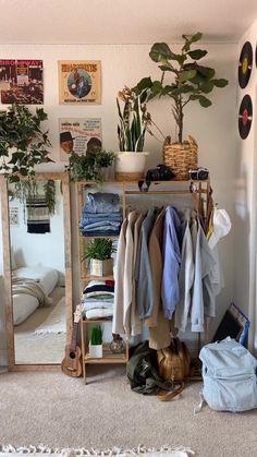Room Ideas Bedroom, Bedroom Inspo, Bohemian Bedroom Decor, Wood Room Ideas, Small Bed Room Ideas, Cozy Bedroom Decor, Small Teen Room, Hipster Bedroom Decor, Cozy Small Bedrooms