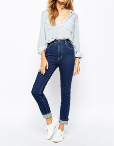 Rollas Eastcoast Ankle Hi Waist Jeans. Jeans by Rolla's Pure cotton denim Flattering high rise Four pocket styling Button fastening, concealed placket Skinny fit - cut closely to the body Machine wash Cotton White High Waisted Jeans, White Skinny Jeans, Super Skinny Jeans, Blue Jeans, Looks Baskets, Sneakers Looks, Inspiration Mode, Mode Style, Models
