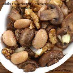 sałatka z balsamicznymi pieczarkami, fasolką i orzechami