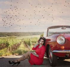 A woman with oldtimer in rot dress in weinfeld By kuban foto. Lady In Red, Facebook, Woman, Formal Dresses, Model, Vintage, Fashion, Madame Red, Dresses For Formal