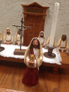 What beautiful figures on this cenacle!