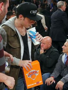 Niall at the Knicks game