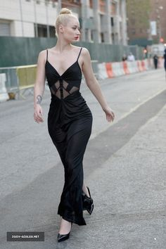 stunning gown. on a stunning iggy azalea (sp?)