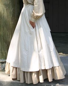 The pioneer apron...always loved the long flowing aprons of this time period! :)