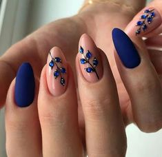 32 auffällige Nageldesign-Ideen, perfekt für vier Jahreszeiten They all say that the hand is the woman's second face. The beautiful nails are a pair of charming eyes, letting the woman's charm shine… Best Acrylic Nails, Matte Nails, Pink Nails, Blue Nails Art, Stiletto Nails, Glitter Nails, Coffin Nails, Best Nails, Navy Nail Art