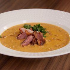 Przepis dnia IV, odc. 34: Zupa krem z pasternaku z pieczonym boczkiem - DoradcaSmaku.pl Thai Red Curry, Ethnic Recipes, Food, Meals, Yemek, Eten