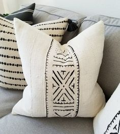 Shop Coterie Brooklyn for a discerningly curated selection of mudcloth pillow covers and other soft furnishings. Pillow cover Stitched By Grace for Coterie Handmade Pillow Covers, Handmade Pillows, Diy Pillows, Decorative Pillows, Throw Pillows, Décor Boho, Boho Diy, Boho Cushions, Country Cushions