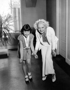 Child Star Jane Withers with Alice Faye Hooray For Hollywood, Hollywood Stars, Vintage Hollywood, Classic Hollywood, Jane Withers, Alice Faye, John Payne, Ali Macgraw, Jack Benny