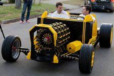 Piezas de Lego y aire comprimido para mover este peculiar Hot-Rod