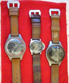 vintage Panerai watches, these three pieces of Panerai watches are made for the Italian Navy in the World War II, including 6152/1 (the middle one, used Rolex movement), compass (the right one) and a depth gauge (the left one)