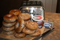Bagels and cream cheese possibilities Food Bars, Easy Meal Prep, Bagels, Buffets, Breakfast Ideas, Cooking Tips, Brunch, Baby Shower, Bread