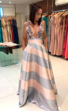 Vestido para Madrinha de Casamento: Listrado Fall Fashion Outfits, Skirt Fashion, Chic Outfits, Fashion Dresses, Event Dresses, Formal Dresses, Fashion Vestidos, Creation Couture, Chic Dress