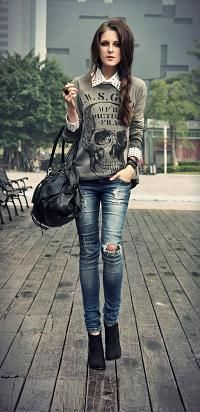 Great everyday casual look! Love that graphic tee and collared button-up!