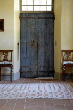 'Oyo NL2' rug. www.rugs.kristiinalassus.com