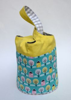 Cloverleaf Bag Tutorial from Sew Mama Sew - perfect bag for gym clothes/spare clothes for school