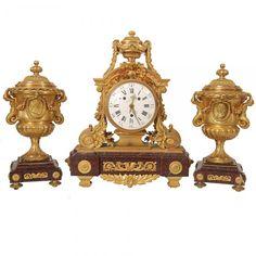 Importante terno francês de bronze de rico tom neoclássico, magnificamente trabalhado