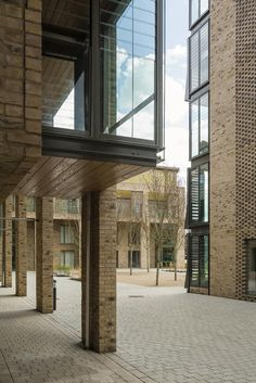 Image 15 of 25 from gallery of Abode at Great Kneighton / Proctor and Matthews Architects. Courtesy of Proctor and Matthews Architects Brick Architecture, School Architecture, Architecture Details, Naples, Retail Facade, Patio Grande, Townhouse Designs, Brick Facade, Social Housing