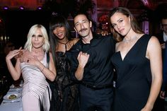 Donatella Versace, model Naomi Campbell, actors Adrien Brody and Jennifer Garner attend the Amfar Paris Dinner - Stars gather for Amfar during the Haute Couture Week - Held at The Peninsula Hotel on July 2016 in Paris, France. Versace Fashion, Suit Fashion, Party Fashion, Fashion Show, Couture Week, Haute Couture Fashion, Celebrity Photos, Celebrity Style, Dinner In Paris