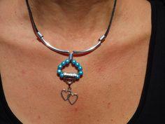 Collier perles magiques bleues et double coeur : Collier par axellecreations