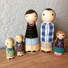 Famille nombreuse de 5 poupées de Peg bois personnalisé