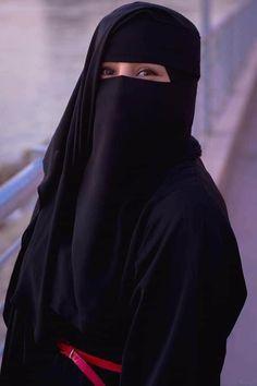 Muslim Girls, Muslim Women, Niqab Fashion, Girl Fashion, Niqab Eyes, Abaya Pattern, Hijab Fashionista, Islamic Girl, Cute Girl Face