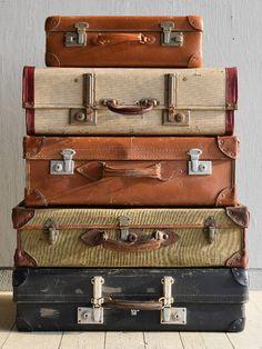 イギリス アンティーク スーツケース×5 トランク ディスプレイ 旅行鞄 7928 Vintage Suitcases, Vintage Luggage, Great Pictures, Travel Pictures, Vintage Decor, Vintage Antiques, Pack Up And Go, Miscellaneous Goods, Retro Radios