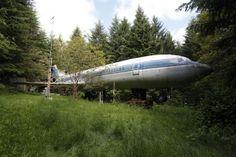 O Boeing 727 que é a casa de Bruce Campbell é visto em meio a uma floresta no subúrbio de Portland, no Oregon, Estados Unidos (Foto: Steve Dipaola/Reuters)