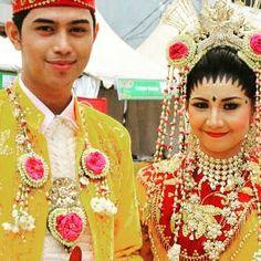 #selfie #pengantin #banjar #penuh #warna #terang #budaya  #kalimantan #kalimantanselatan #banjarmasin #Kota #bungas  #instakalsel #visitkalsel #pesonaindonesia by tripntour