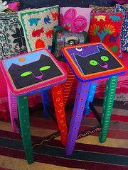 Tienes bancos, mesas, sillas, cajoneras de madera?  YO TE LAS DECORO CON MUCHO COLOR.