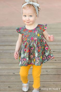 Sewing For Kids Freebook (englisch) süßes Mädchenkleid Größe für 18 Monate - Dowload the free pattern for the Flutterby Top from Mabey She Made It. The Flutterby Top pattern is for and is a free sewing pattern. Sewing Patterns Free, Baby Patterns, Clothing Patterns, Pattern Sewing, Toddler Dress Patterns, Baby Clothes Patterns, Little Girl Dress Patterns, Sewing Paterns, Knitting Patterns