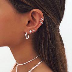 Piercing Oreille Cartilage, Innenohr Piercing, Pretty Ear Piercings, Ear Piercings Chart, Multiple Ear Piercings, Piercings For Small Ears, Ear Piercings Rook, Different Ear Piercings, Peircings