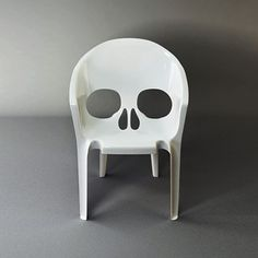 From #StaceyMoore, a sublimely gothic seat.