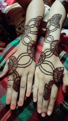 here you gets an amazing mehndi design of flowers and dots bail Henna Hand Designs, Dulhan Mehndi Designs, Mehandi Designs, Mehndi Designs Finger, Khafif Mehndi Design, Floral Henna Designs, Mehndi Designs Book, Beginner Henna Designs, Stylish Mehndi Designs