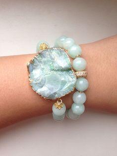 15 Styles of Matching Couple Bracelets That Charming Your Hands Gems Jewelry, Crystal Jewelry, Jewelry Crafts, Jewelry Art, Jewelry Bracelets, Jewelry Design, Jewellery, Gemstone Bracelets, Handmade Bracelets