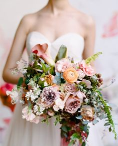Isn´t it a glory of colors that florist Kiana Underwood of created here? Once again she surpassed herself and turned nature´s gift into floral m Floral Wedding, Wedding Bouquets, Wedding Flowers, Valentine Day Gifts, Floral Arrangements, Bridal Dresses, Floral Design, Bride, Inspirational Photos