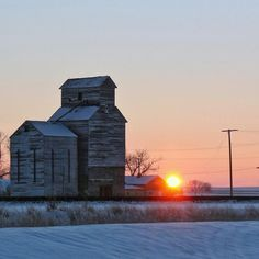 Hi Line Sunset. Montana Homes, Agriculture, See The Sun, Big Sky Country, Old Barns, Victorian Homes, What Is Like, Wonderful Places