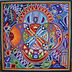 Kauyumari: venado, tau: sol, híkuri: peyote, metza: luna. Arte wixárika