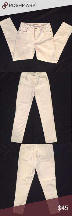 💕Jones & New York SOHO Ankle Jeans Size 4💕 💕Jones & New York SOHO Ankle Jeans. Great condition. White jeans. Size 4 Jones New York Jeans Ankle & Cropped