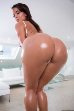 Brunette With Her Booty Well Oiled