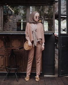 Modern Hijab Fashion, Street Hijab Fashion, Hijab Fashion Inspiration, Muslim Fashion, Fashion Pants, Fashion Outfits, Hijab Style, Casual Hijab Outfit, Ootd Hijab