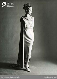 Modell i klänning från Balenciaga. Original. NK s Franska 81644058b7c52