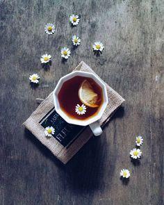 chamomile tea with lemon Coffee Break, Coffee Time, Tea Time, Coffee Art, Coffee Cups, Tea Cups, Momento Cafe, Chocolate Cafe, Pause Café
