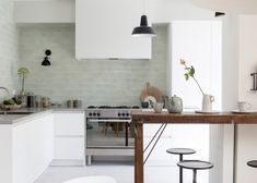 Home Decoration For Christmas Kitchen Interior, Interior Design Living Room, Kitchen Decor, Blue Kitchen Cabinets, Kitchen Tiles Design, Vintage Room, Home Kitchens, Kitchen Remodel, Home Decor